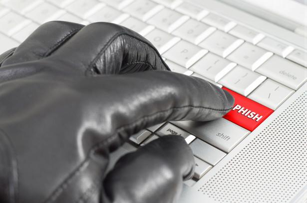 Wg hakera, kancelaria zignorowała bezpośrednie ostrzeżenie i nawet po jego otrzymaniu, przez kolejne 30 godzin, nie zablokowała danych