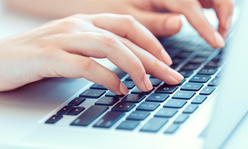 klawiatura, dłonie