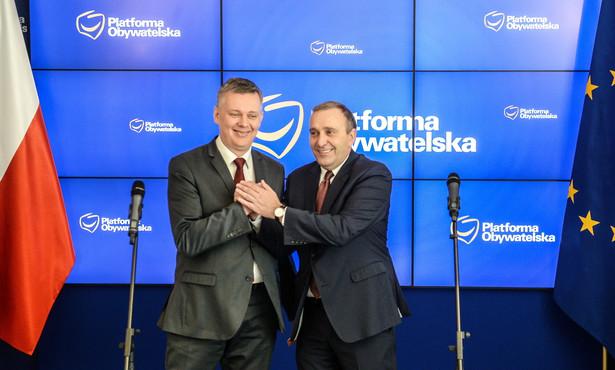 Warszawa, 31.12.2015. Tomasz Siemoniak i Grzegorz Schetyna podczas wspólnej konferencji prasowej
