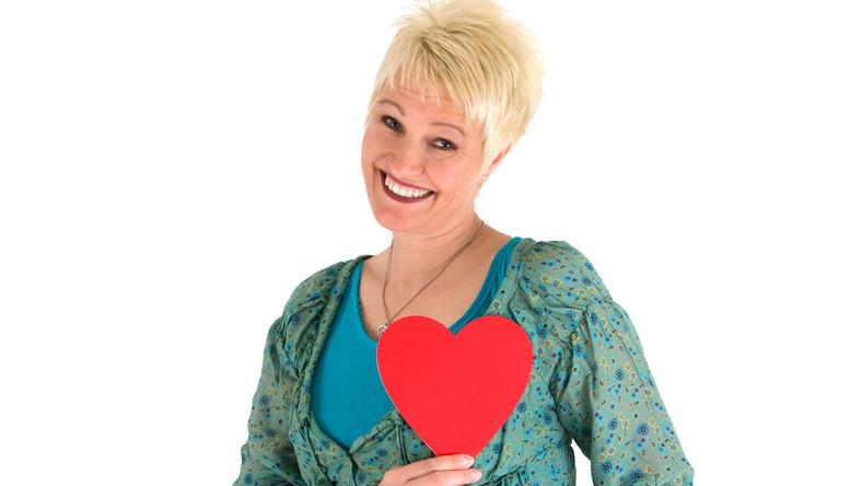 Zawał mięśnia sercowego dotyka najczęściej osoby po 40. roku życia i występuje częściej u mężczyzn niż u kobiet. Znane są główne czynniki ryzyka, tj. nadciśnienie czy otyłość. Naukowcy ciągle szukają recepty na zapobieganie zawałowi
