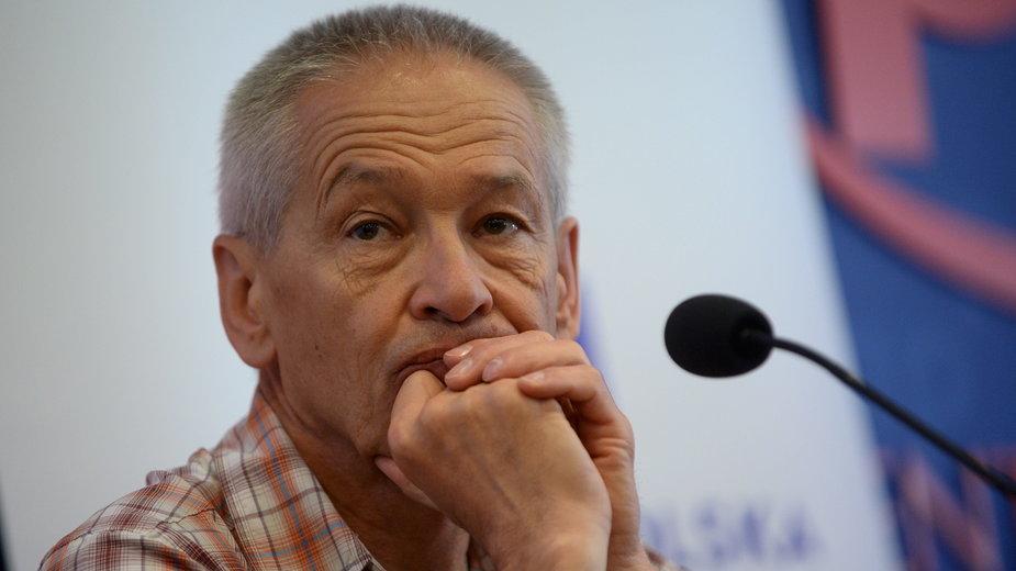 Piotr Pustelnik podczas konferencji prasowej z 2015 roku