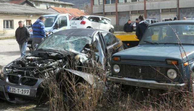 Smrskani automobili u saobraćajnoj nesreći