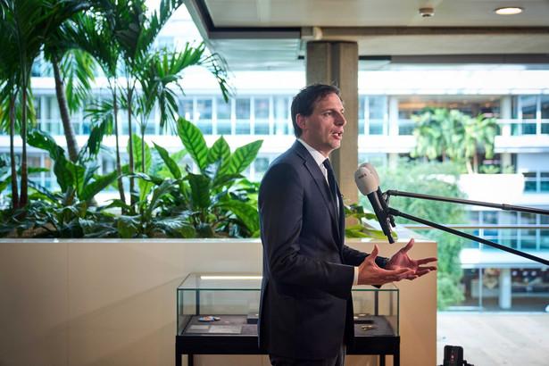 Duński minister finansów Wopke Hoekstra podczas konferencji na temat ugody z ABN Amro