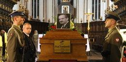 Awantura na pogrzebie. Owacje dla Rydzyka