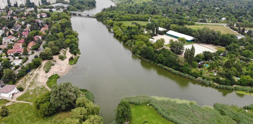 Coś niepokojącego dzieje się Jeziorkiem Czerniakowskim w Warszawie. Ratusz pilnie szuka ratunku