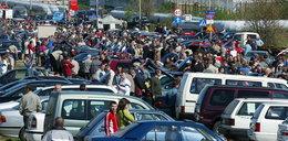 Kupcy z giełdy samochodowej: Przez opłaty pójdziemy z torbami