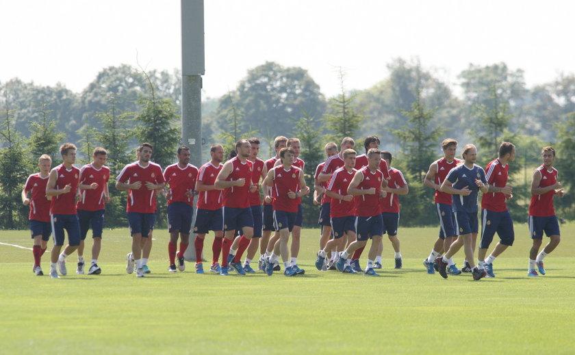 Piłkarze Na zdjęciach tego nie widać, ale piłkarze Wisły podczas zgrupowania w Grodzisku Wlkp padali ze zmęczenia.