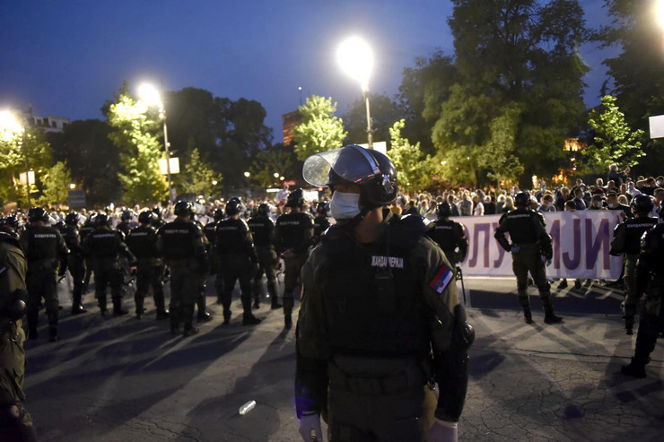 nasilje protest ispred skupstine 110520 ras foto Snezana Krstic122 preview