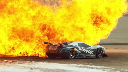 Zobaczcie w slow motion auto RC, które potrafi jechać 160 km/h