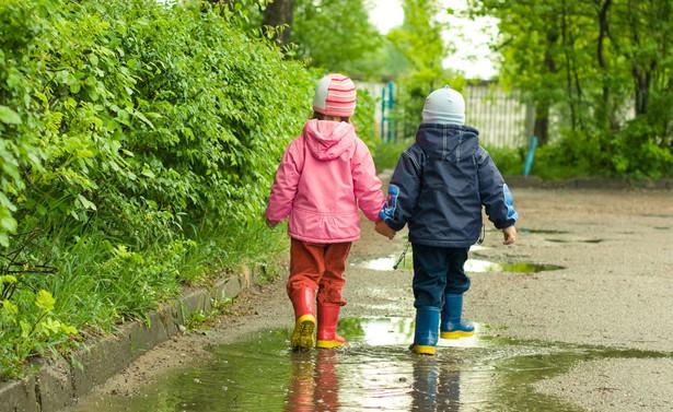 Skoro bowiem przedszkola i żłobki są otwierane, to dziecko może mieć zapewnioną opiekę