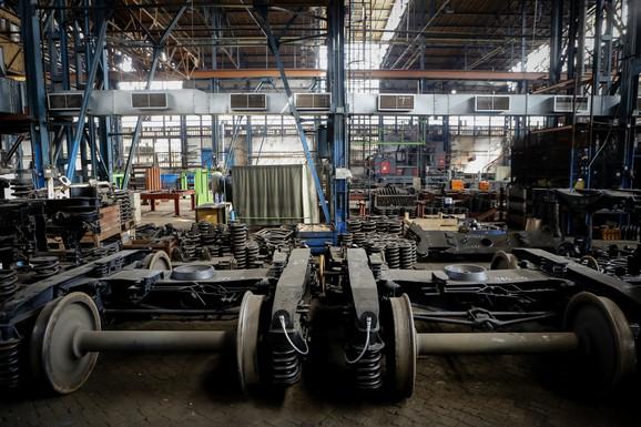 Skoro napuštena fabrika