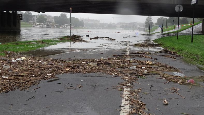 W weekend Wisła zalała bulwary na wysokości Wawelu oraz na Salwatorze