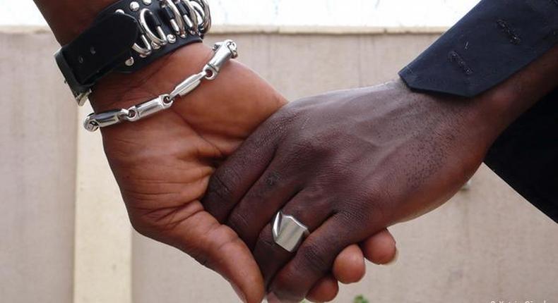 Men holding hands (Image DW)