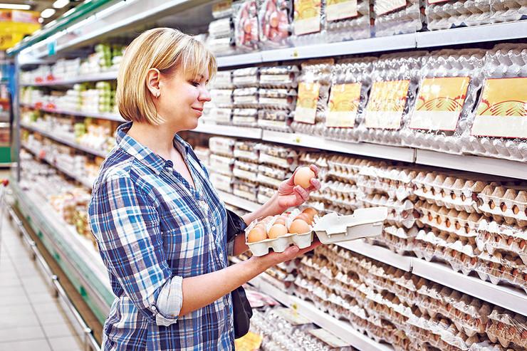 Cene jaja, inače, zamrznute su 5. marta, a za razliku od prethodnih godina, što je uvek bio običaj uoči uskršnjih praznika, proizvođači neće tražiti mogućnost povećanja cene od dinar do dva po komadu