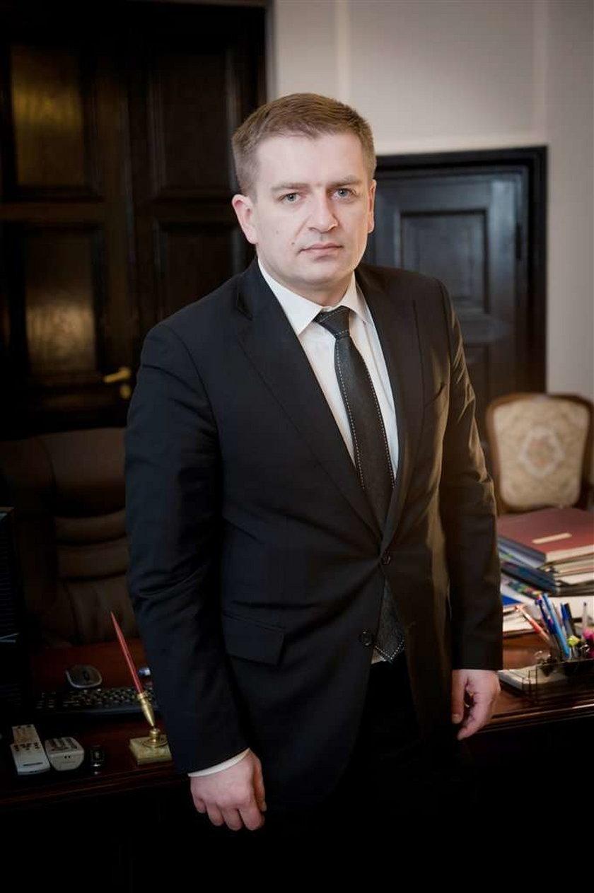 Bartosz Arłukowicz ostrzega Polaków: Leki będą tańsze dopiero w lipcu