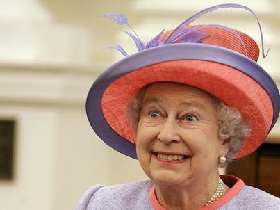 Dlaczego królowa gasi światła?