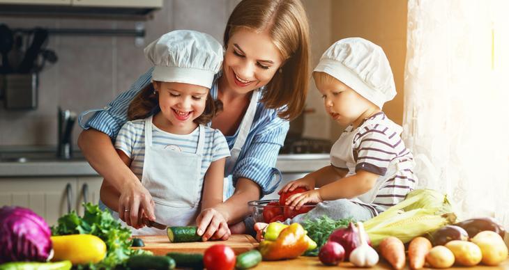 So klappt das Kochen mit Kindern