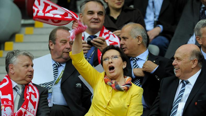 Ewa Kopacz może pojawić się na meczu z Rosją. Czy nowa premier przyniesie więcej szczęścia niż Donald Tusk?