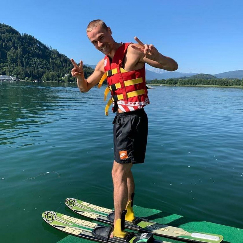 Piotr Żyła lubi czasami zaszaleć też na nartach... wodnych