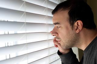 Obserwowanie i fotografowanie sąsiadów przy wykonywaniu zwykłych czynności jest naruszeniem ich prywatności