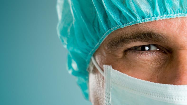 Lekarze wolą pracować w kraju. W Polsce zarobią dość pieniędzy