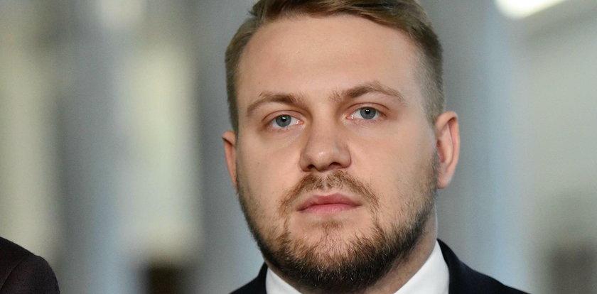 Chciał zadrwić z Janusza Gajosa. Dzisiaj wszyscy mówią o wpadce wiceministra