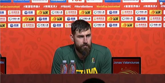 Izraz lica Jonasa Valančiunasa na konferenciji posle utakmice govori više od reči