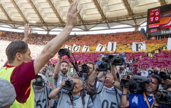 Frančesko Toti se oprostio od navijača Rome