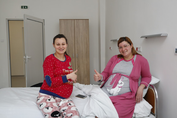 Prijatniji dani u bolnici: Trudnice Kristina Basaraba (26) i Ljiljana Kelemin Milojević (32)