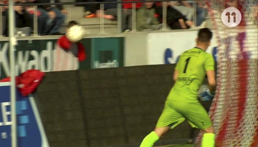 Quentin Beunardeu zaatakował chłopca od podawania piłek! Afera w Belgii