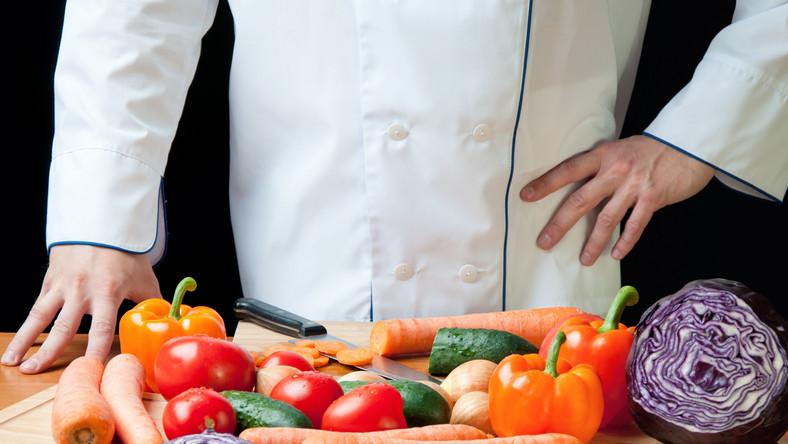 """Twoja delikatna skóra przegrywa w starciu z grubą skórką niektórych warzyw i owoców. Jak podaje brytyjski dziennik """"Daily Telegraph"""", przygotowywanie posiłków z dyni, rzepy czy kabaczka często kończy się skaleczeniami, nawet groźnymi i wymagającymi interwencji chirurga"""