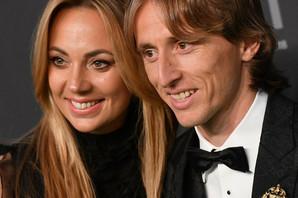 Luka Modrić je najbolji fudbaler na svetu, a njegova PET GODINA STARIJA žena je povučena i ima majku o kojoj svi pričaju