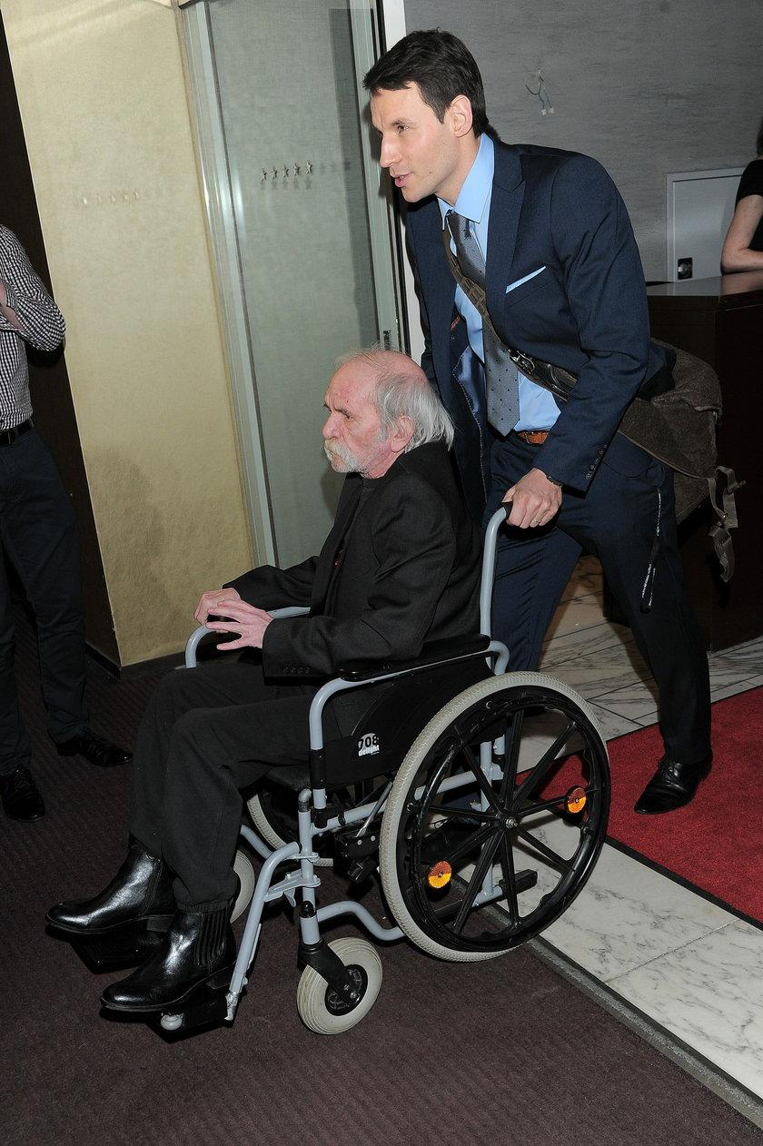 Bohdan Smoleń na wózku inwalidzkim