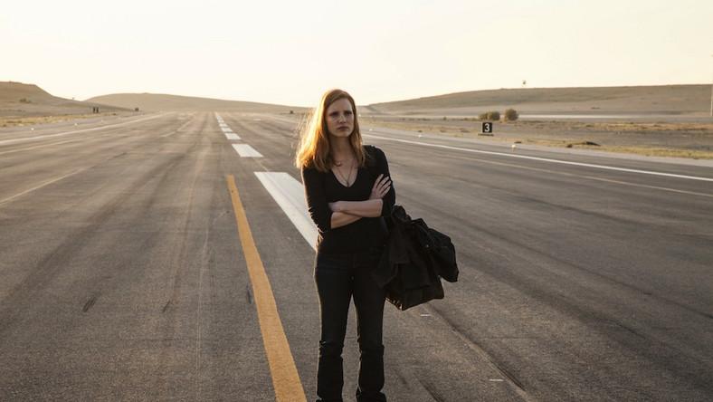 """""""Wróg numer jeden"""" to wielkie zwycięstwo Kathryn Bigelow. Amerykańska reżyserka zręcznie omija wszelkie pułapki związane z podjęciem kontrowersyjnego tematu"""