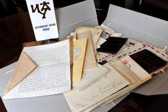 Privatne beleške i pisma izložene na izložbi u Užicu