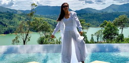 Kinga Rusin wypoczywa w bikini na Sri Lance. Gwiazda spod palmy ponownie atakuje rządzących