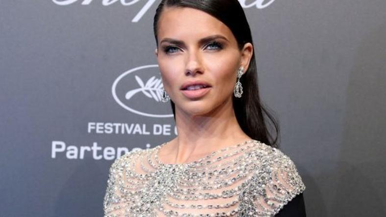 ___6782623___https:______static.pulse.com.gh___webservice___escenic___binary___6782623___2017___6___4___11___adriana-lima-wedding-ring-660x330