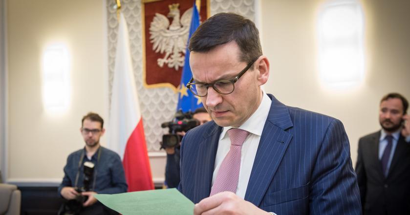 Wicepremier Mateusz Morawiecki twierdzi, że finansuje wydatki socjalne wpływami z uszczelnienia systemu VAT. To źródło nie jest jednak nieskończone
