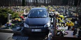 Szok na Śląsku! 88-latek wjechał autem na cmentarz i uszkodził nagrobki