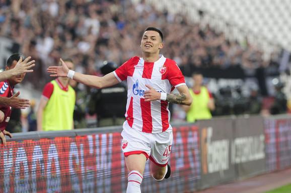Slavlje Nemanje Radonjića posle gola na derbiju