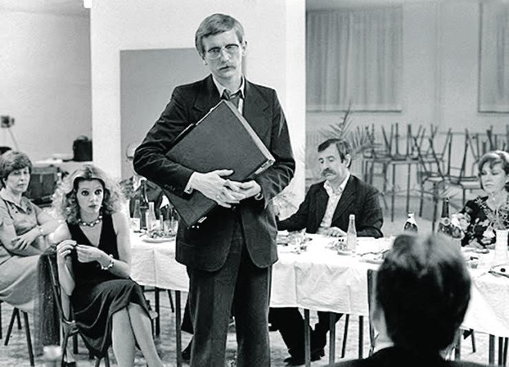 Bogdan Diklić je ulogu prosvetnog inspektora igrao u svom maturskom odelu