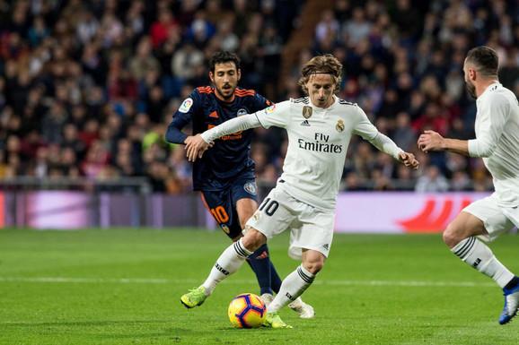 Luka Modrić na duelu sa Valensijom u poslednjem kolu španske Primere