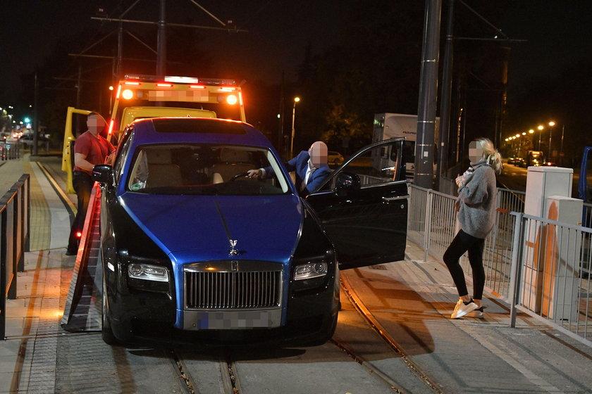 Samochód warty fortunę zderzył się z taksówką. Niecodzienny wypadek w Warszawie