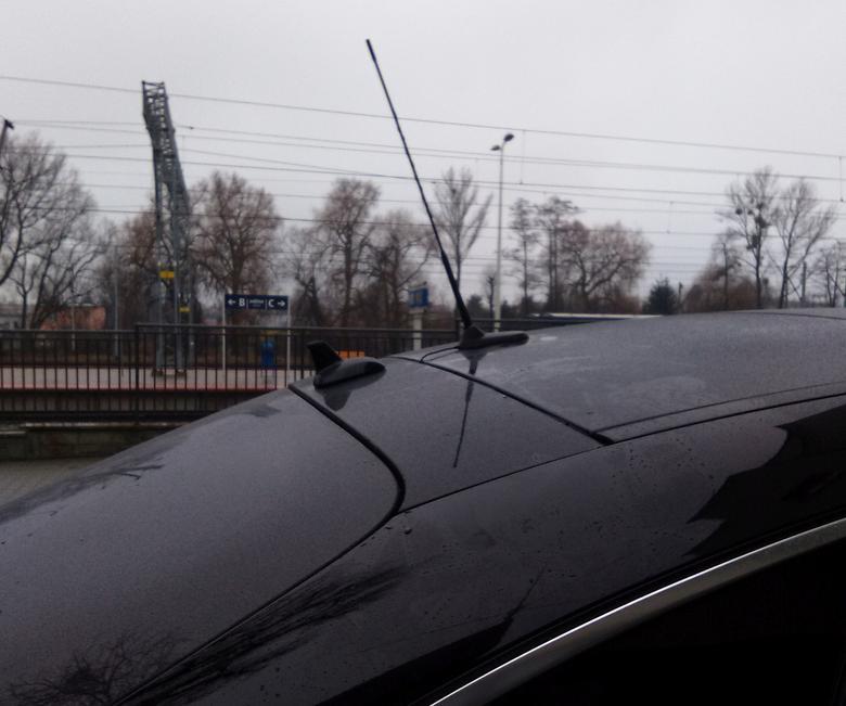 Tak krótka antena CB sprawdzi się, gdy wjeżdżamy w miejsca takie jak garaże podziemne