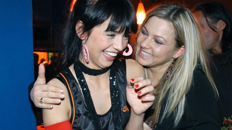 """Anna Przybylska i Katarzyna Bujakiewicz na premierze filmu """"Rh+"""" w 2005 r."""