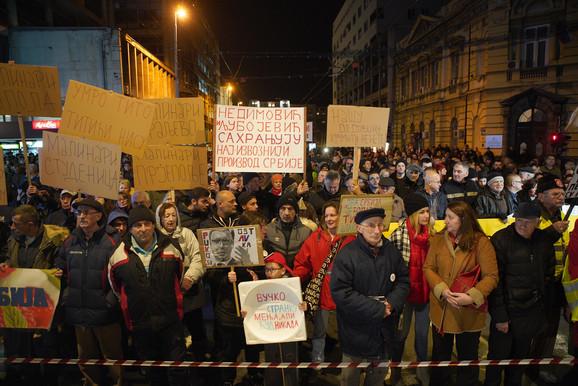 Okupljanje ispred Filozofskog fakulteta