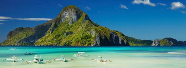 Na 8. miejscu znalazła się należąca do Filipin wyspa Palawan. Turyści doceniają tę wyspę nie tylko ze względu na jej niesamowite piękno, ale również za liczne atrakcje turystyczne, które są dostępne na wyspie Palawan, a do których można zaliczyć m.in.: zespół siedmiu jezior otoczonych klifami, Park Narodowy Rzeki Podziemnej Puerto Princesa, który został wpisany na listę światowego dziedzictwa UNESCO.