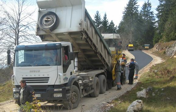 Bivši ministar obećao da će platiti asfalt