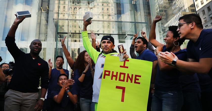 Jak wygląda sprzedaż iPhone'ów od premiery pierwszego modelu