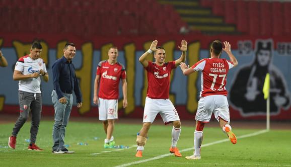 Marko Gobeljić sa saigračima slavi pogodak